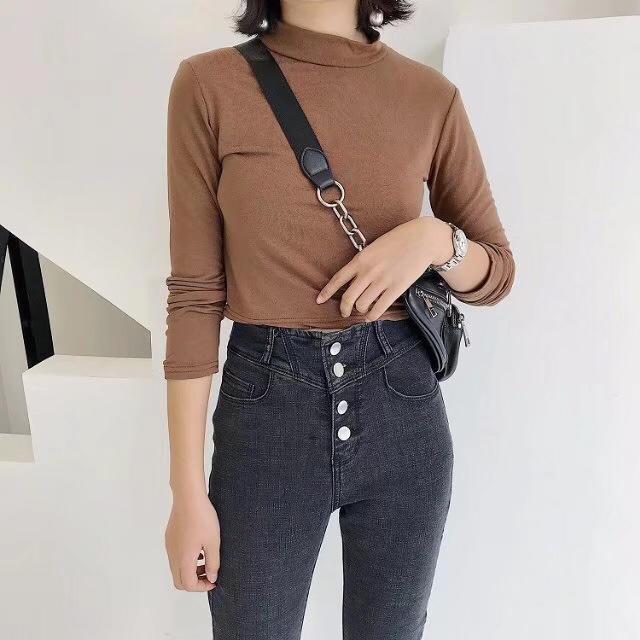 想要高腰的亲门看过来啦 ?? 两色高腰弹力牛仔裤。高腰设计,四粒