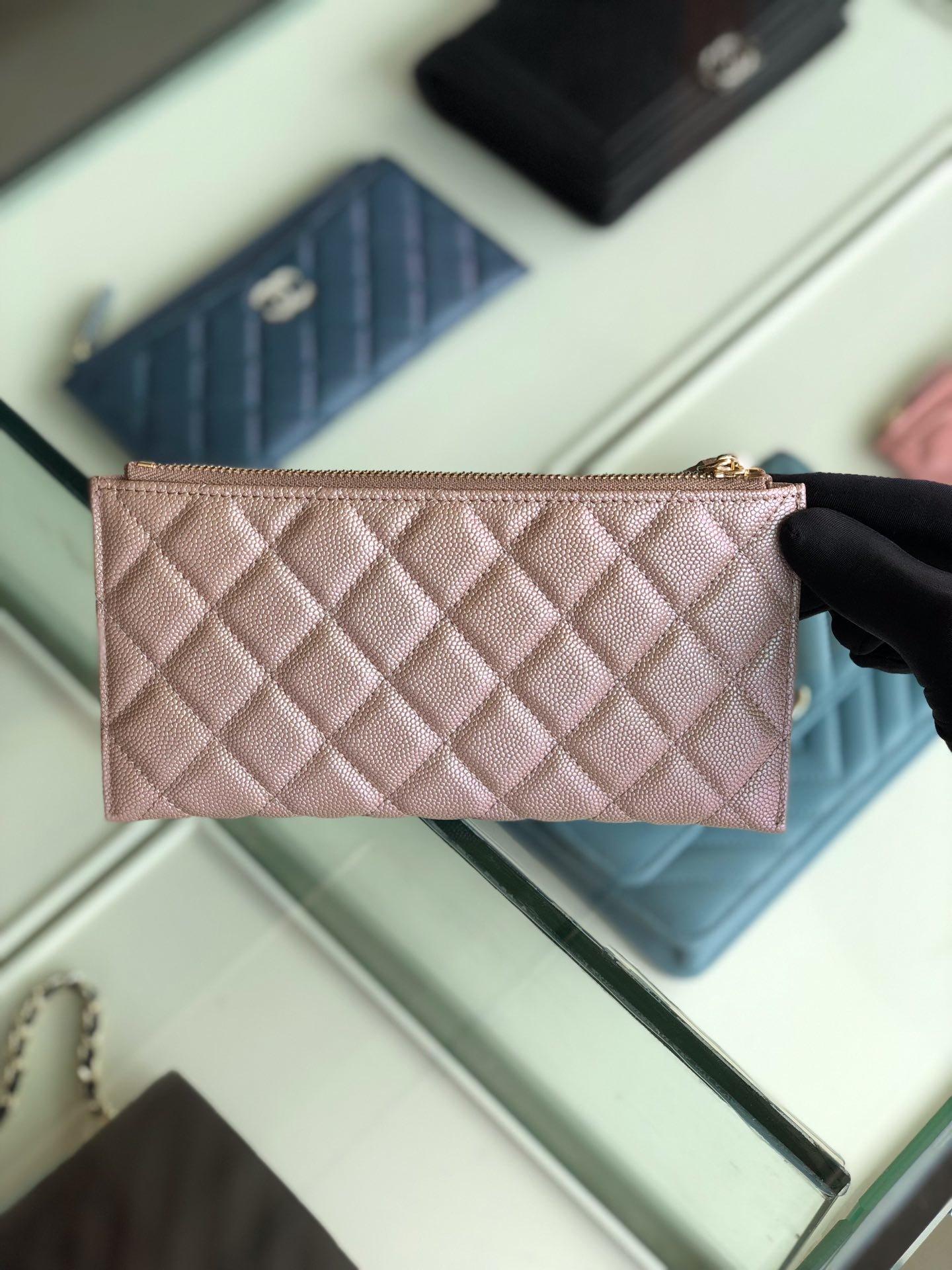 Chanel 2019最新款幻彩颗粒压花牛皮革零钱包卡包钥匙包(图2)
