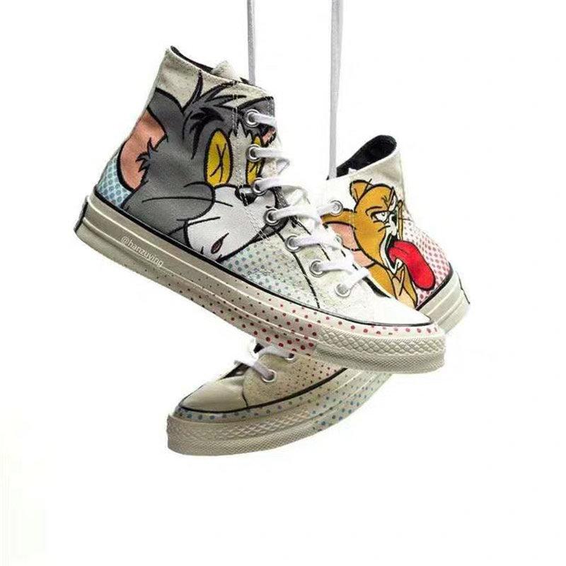 原盒全码补货出本地?260 支持放店为庆祝Tom&Jerry诞辰60周年 携手Converse 70s推出Tom&Jerry 联名系列将汤姆猫的呆萌和老鼠杰瑞的调皮形象印在了鞋身侧面,对立的侧面则是《Tom & Jerry》的文字Logo。 一起来寻找童年记忆吧!35-44(36.5 37.5 39.5 41.5 42.5)