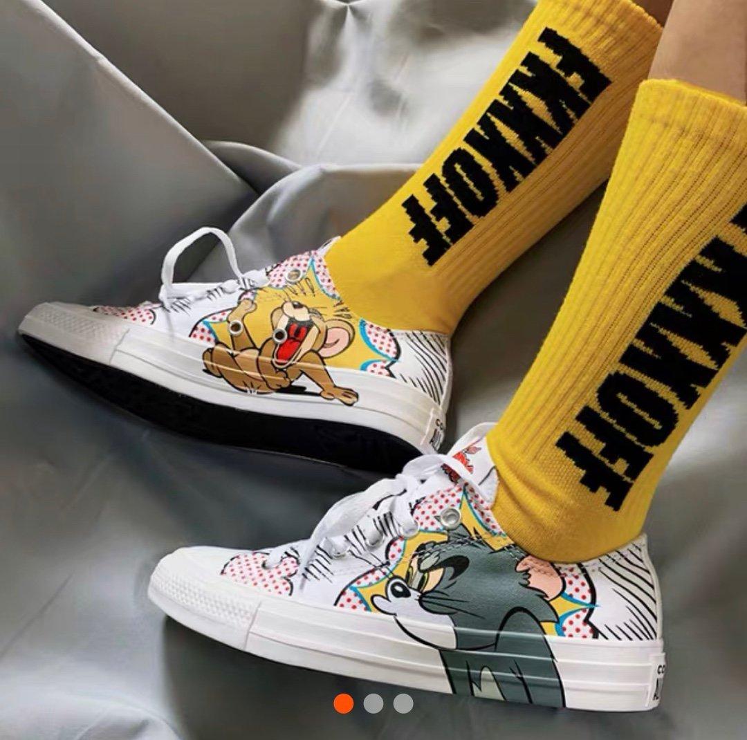原盒全码补货出本地🌈260 支持放店为庆祝Tom&Jerry诞辰60周年 携手Converse 70s推出Tom&Jerry 联名系列将汤姆猫的呆萌和老鼠杰瑞的调皮形象印在了鞋身侧面,对立的侧面则是《Tom & Jerry》的文字Logo。 一起来寻找童年记忆吧!35-44(36.5 37.5 39.5 41.5 42.5)