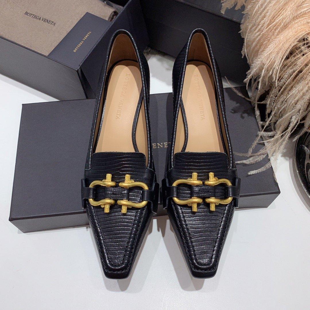 Bottega veneta 2019早秋专柜新款 原版订制进口小牛皮 /蜥蜴纹牛皮尖头鞋(图5)