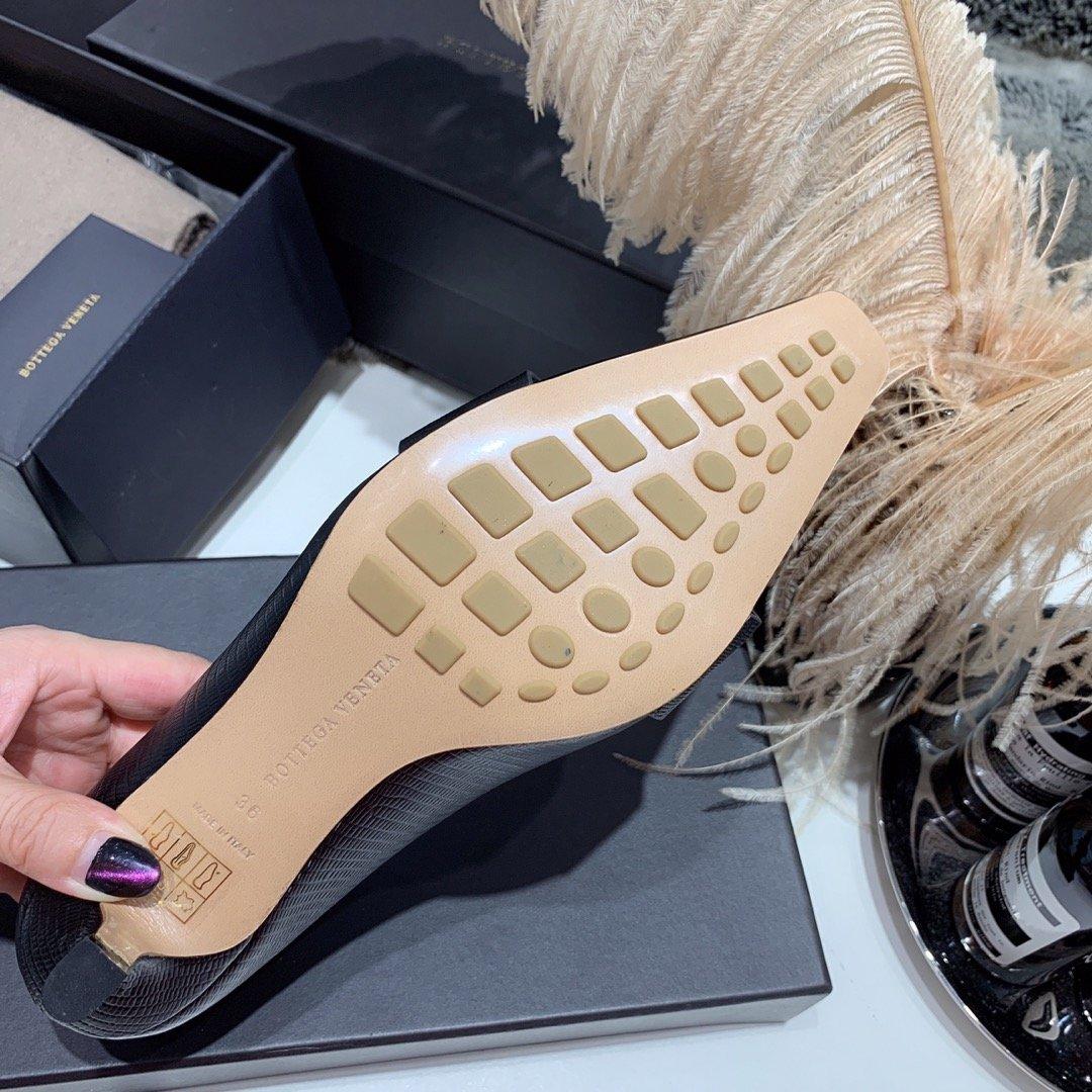 Bottega veneta 2019早秋专柜新款 原版订制进口小牛皮 /蜥蜴纹牛皮尖头鞋(图9)