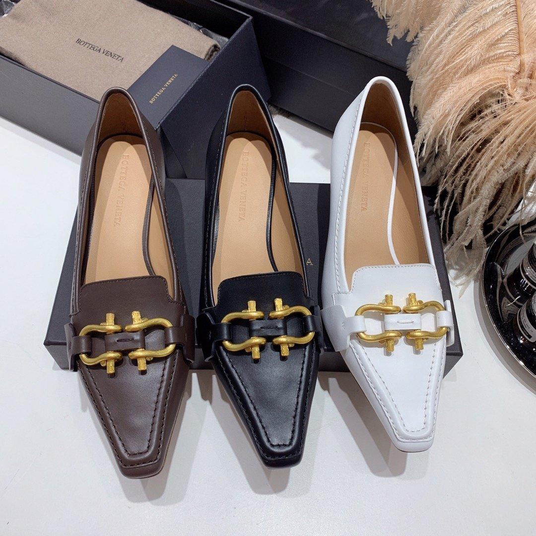 Bottega veneta 2019早秋专柜新款 原版订制进口小牛皮 /蜥蜴纹牛皮尖头鞋(图2)
