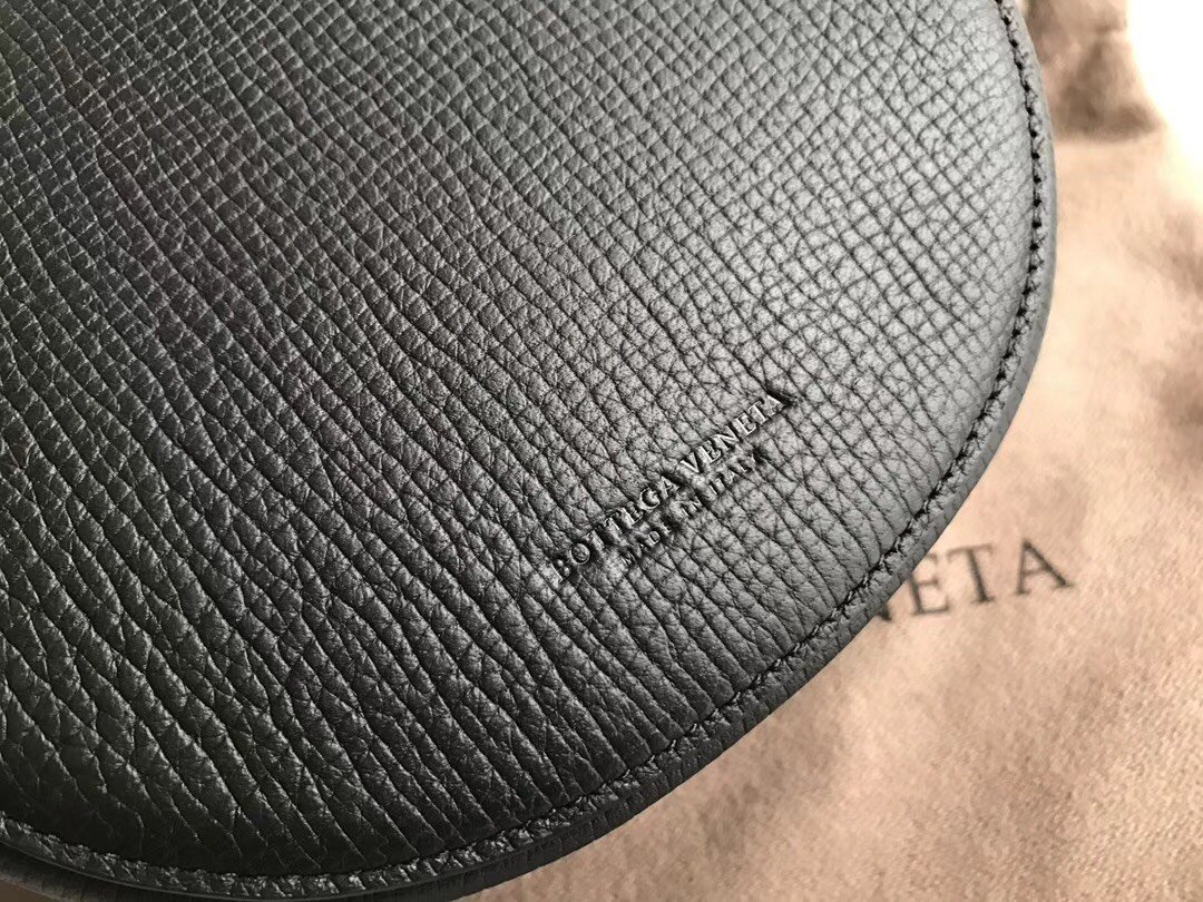 Bottega Veneta宝提嘉 安利的小腰包斜挎单肩(图9)