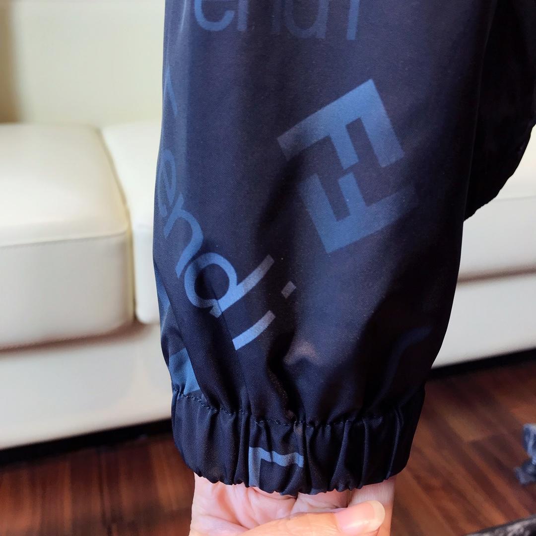 芬迪高端定制出品专柜同步新款连帽风衣