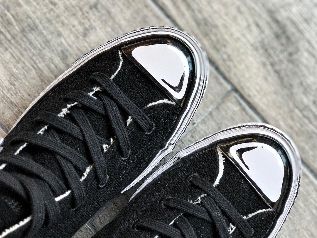 """🌈220 迎双12 本地调价周杰伦上脚定制款‼️二次元全新定制联手Chinatown Market 添加搭配多组可拆卸并随意组合的经典趣味""""耐克钩"""" ,你的Converse你来定义 玩味十足 (黑色款另配黑、白两套鞋面 白色款另配两套鸳鸯彩色鞋面)尺码:35-44(36.5 37.5 39.5 41.5 42.5)"""