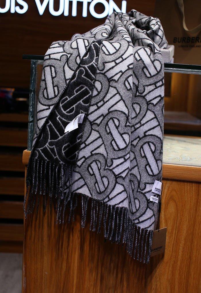 TB双层提花羊绒黑白色正经八百的高品