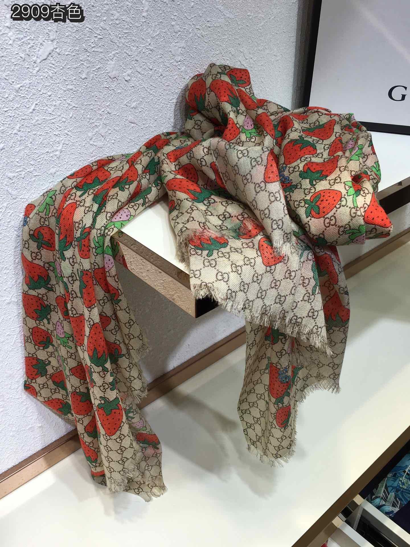 古奇草莓羊绒长巾上身效果疯狂的喜欢G