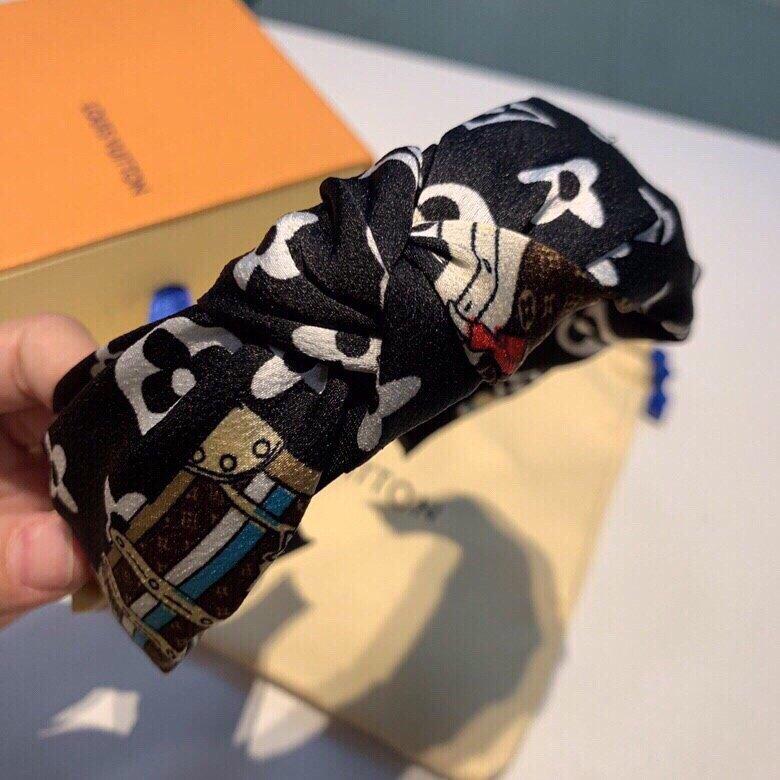 LV2019经典老花发箍针织面料搭配