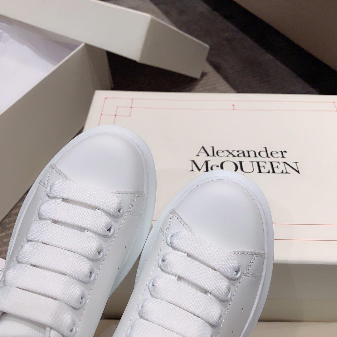 Alexander mcqueen全新升级百搭小白鞋 渐变尾/点钻尾(图7)
