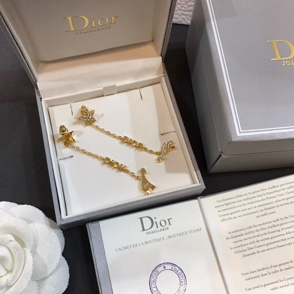 新款Dior迪奥耳钉时尚百搭美丽的东