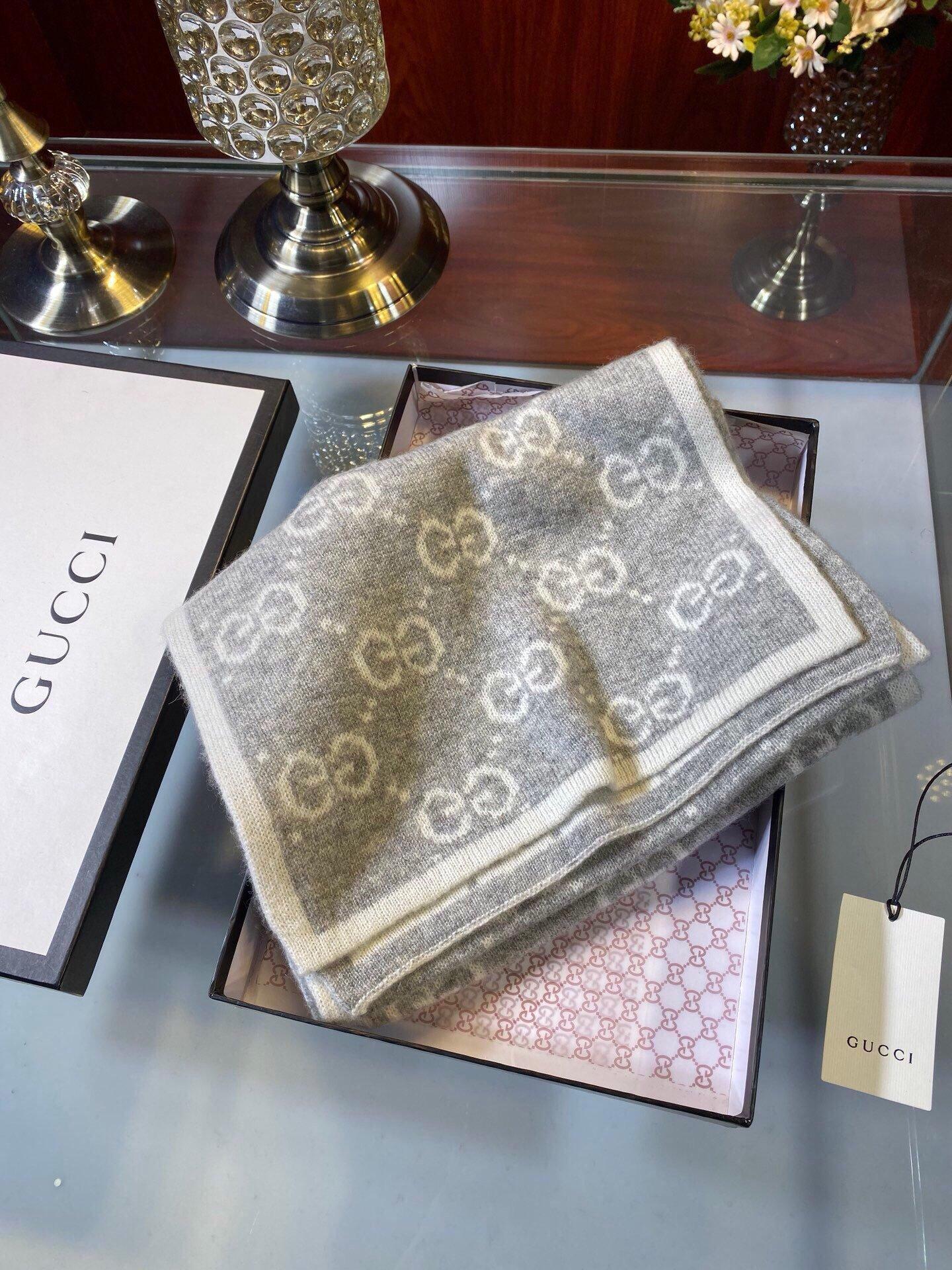 Gucci经典羊绒围巾双面提花来个硬