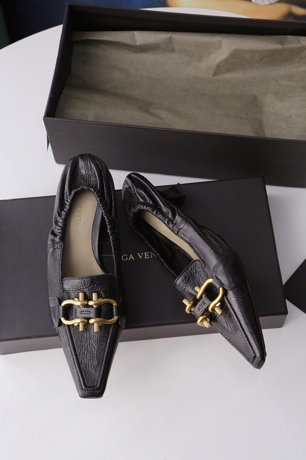 顶级BV MADAME 高跟单鞋 马衔扣配件中跟乐福鞋(图5)