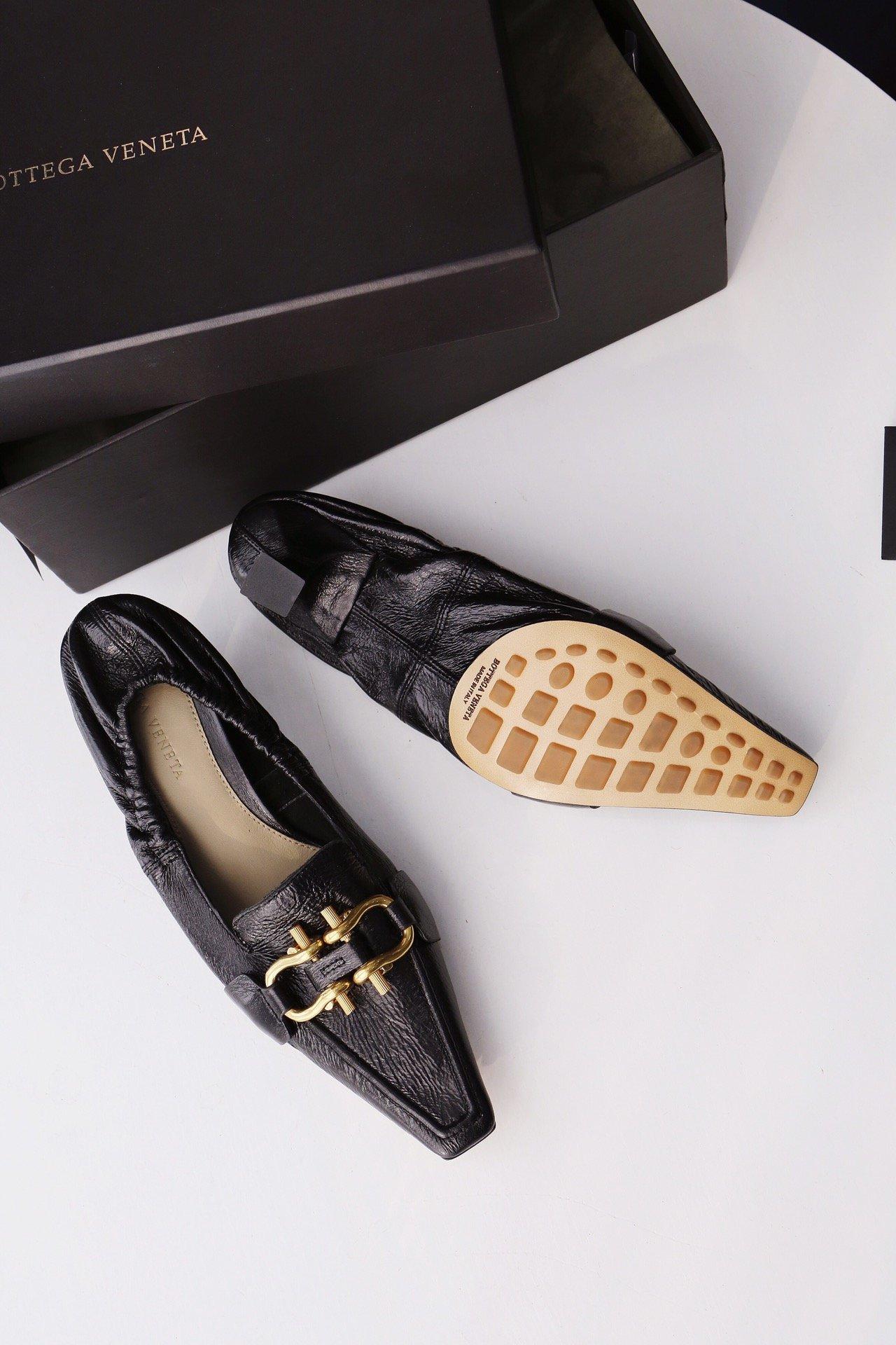 顶级BV MADAME 高跟单鞋 马衔扣配件中跟乐福鞋(图7)