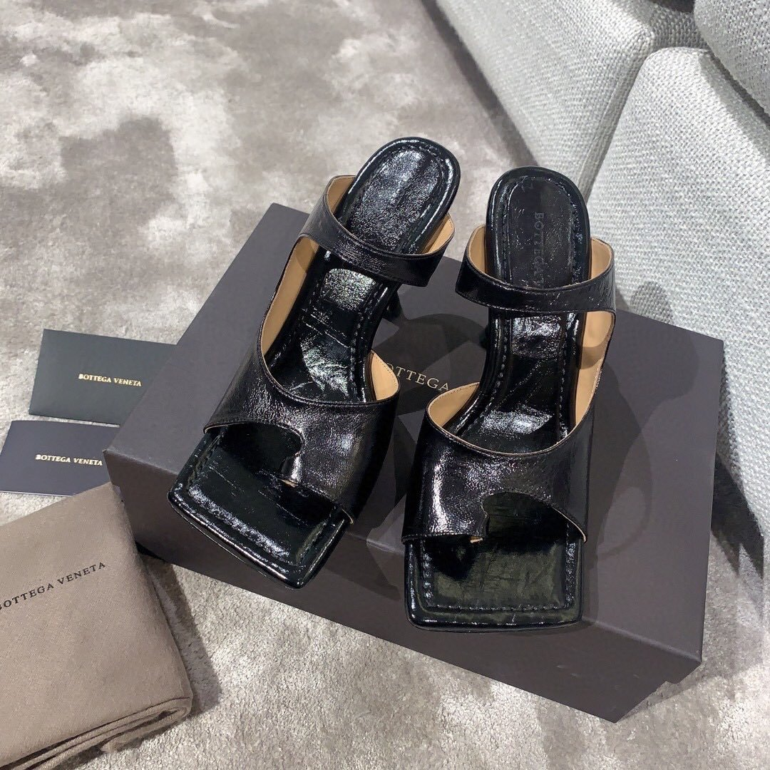 Bottega veneta2020早春新款羊皱漆女鞋(图2)