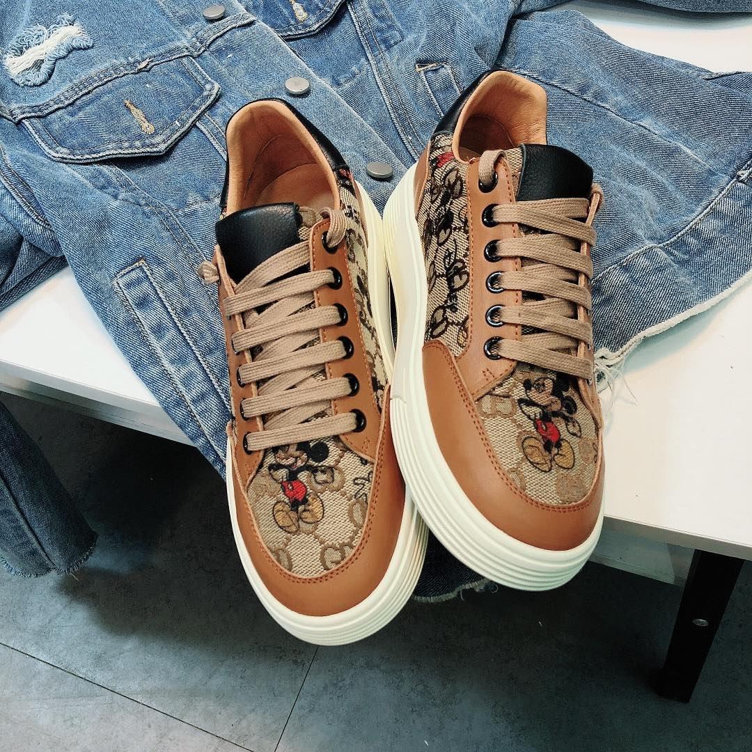 古奇Cucci经典棕色米奇板鞋(图2)