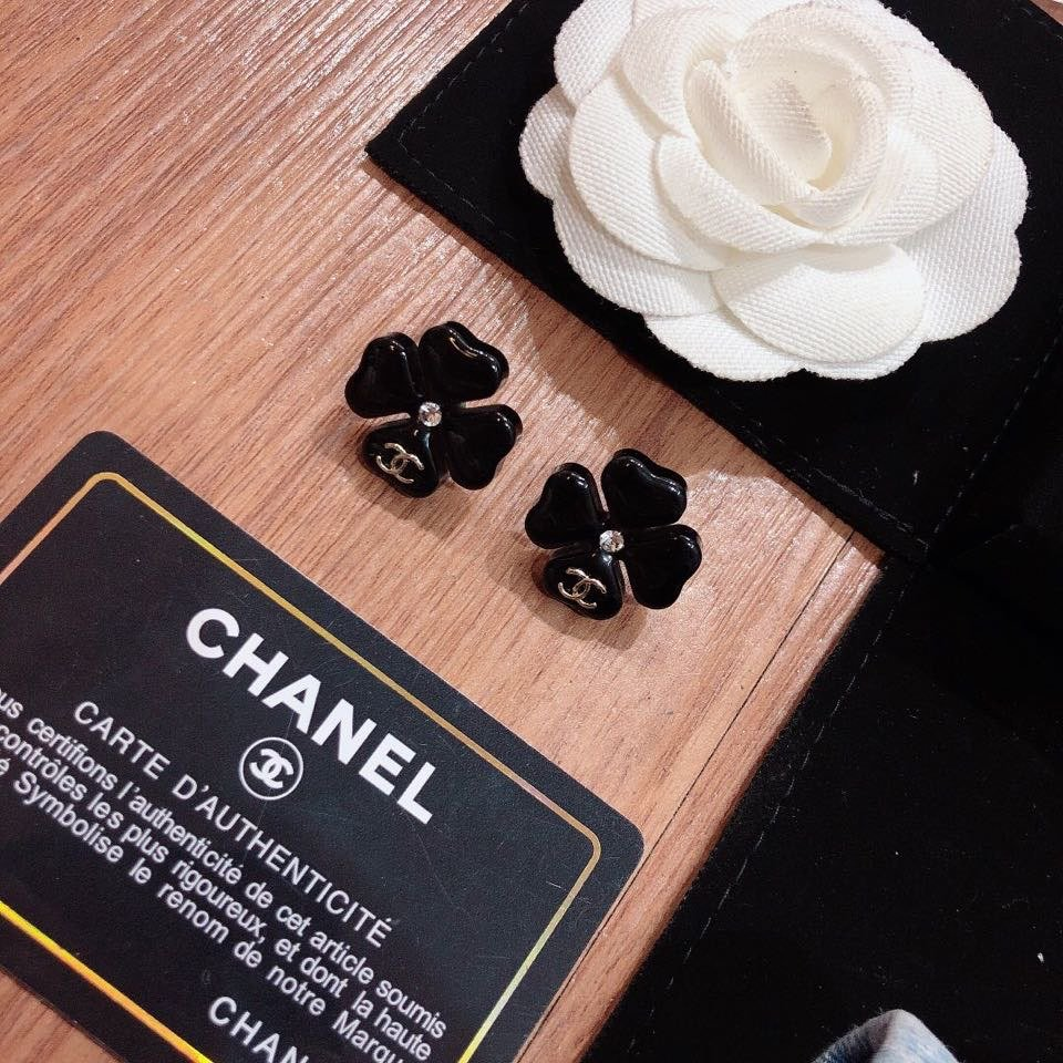Chanel香奈儿小香树脂水晶花朵耳