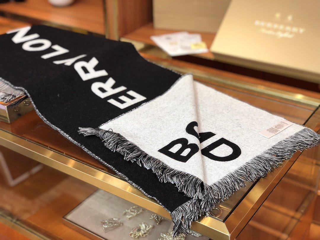 2020新款Burberry足球风羊毛围巾(图4)