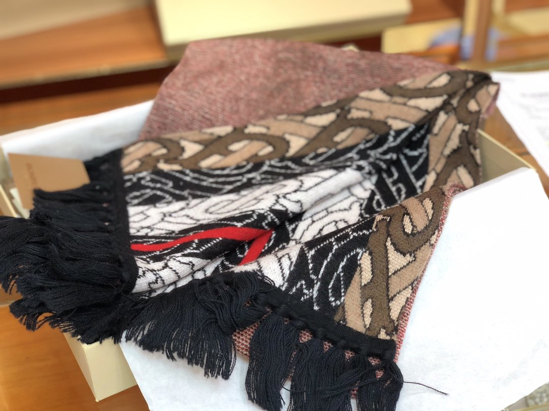 Burberry专属标识条纹羊绒围巾 (图7)
