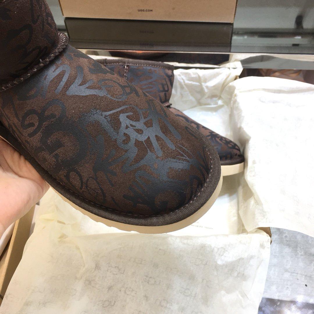 UGG秋季新款女士经典靴涂鸦短筒雪地