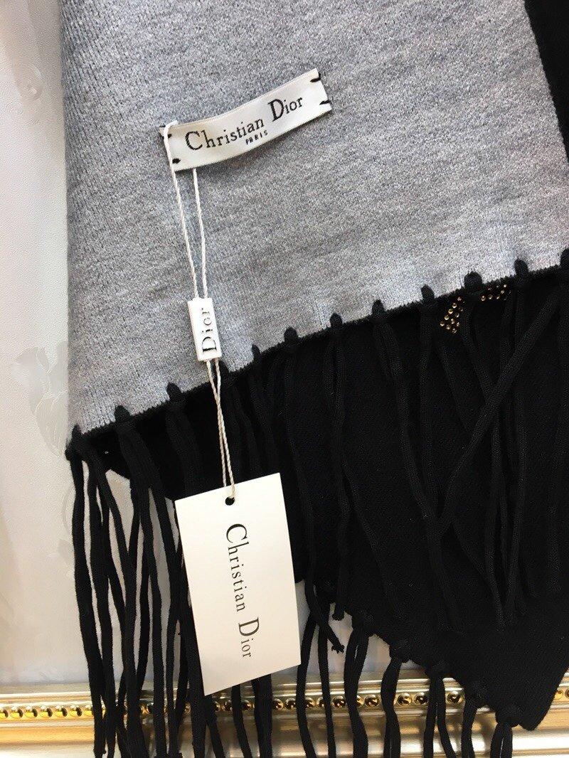 迪奥DIOR冬季新款披肩采用上等羊毛