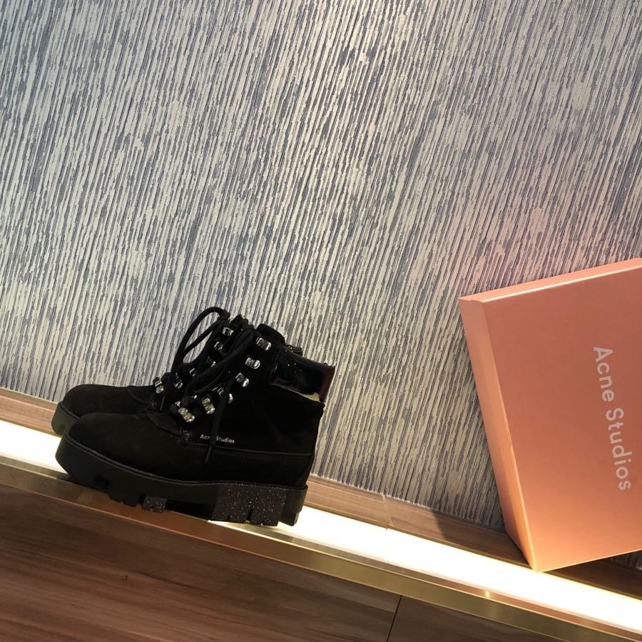 acne松糕马丁靴鞋面进口细腻牛京皮
