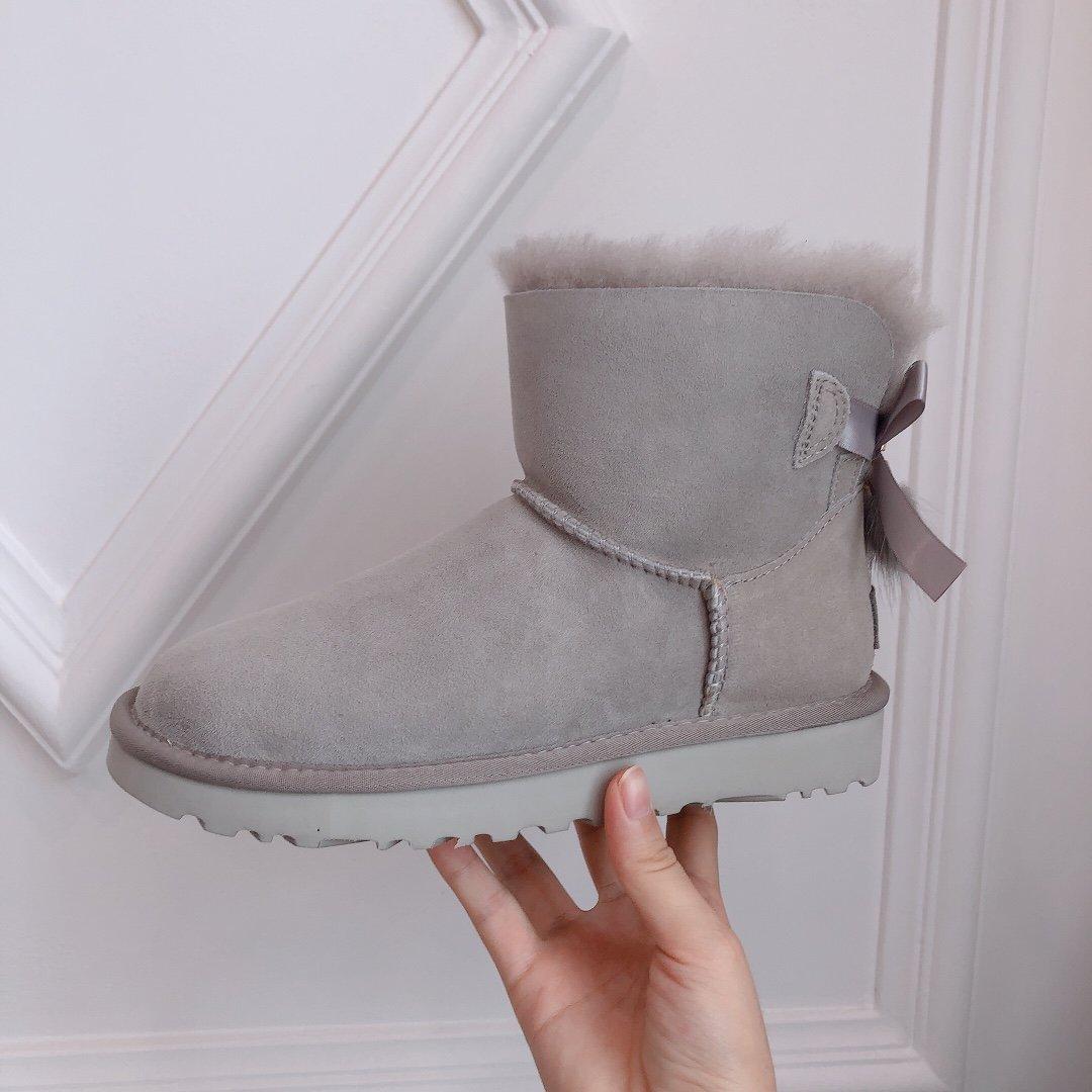 UGG流苏装饰雪地靴奢华羊毛和精美的