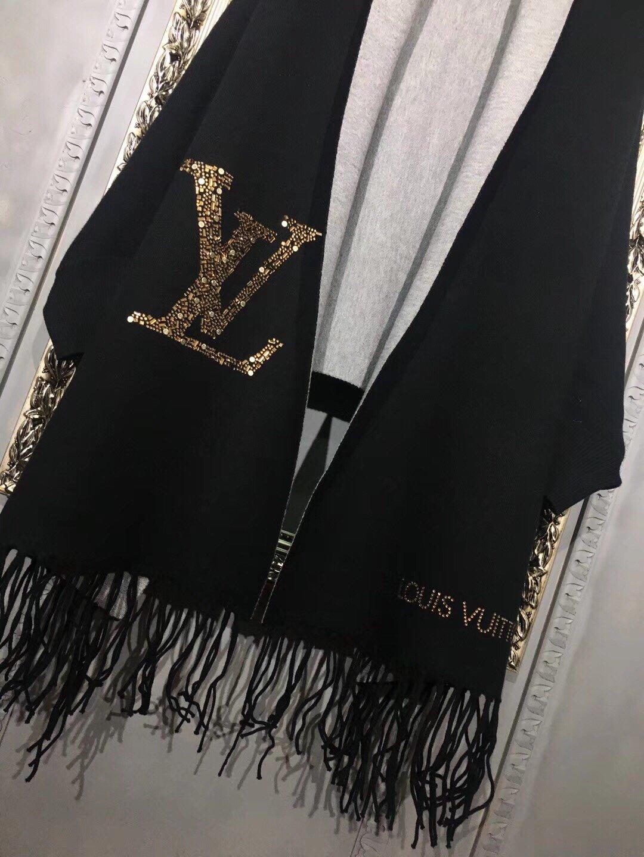 爆款推荐LV路易威登冬季新款披肩采用
