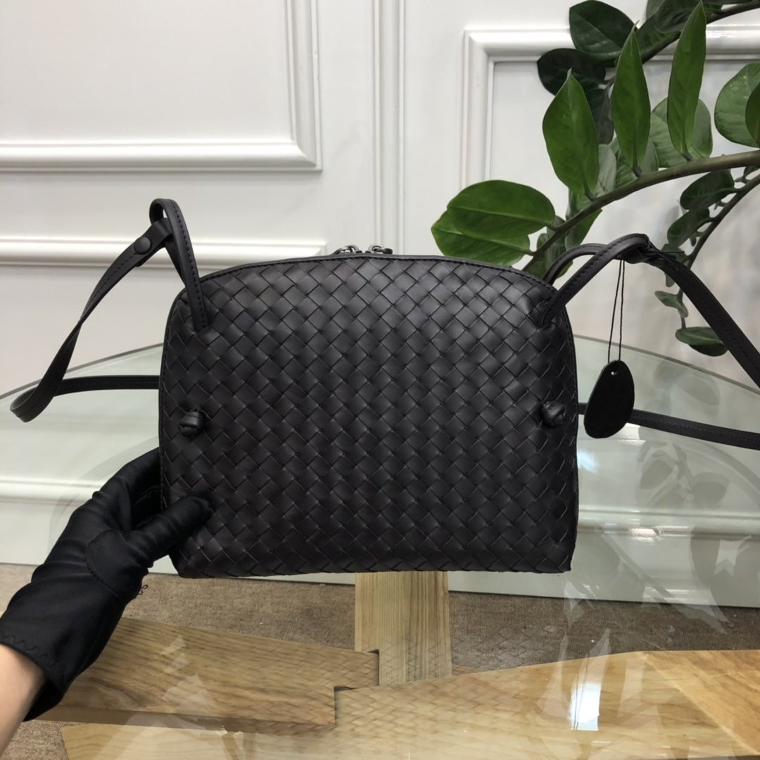 Bottega Veneta宝提嘉 19新款编织胎皮邮差包拉链绳结单肩斜挎包(图5)