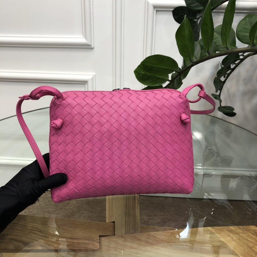 Bottega Veneta宝提嘉 19新款编织胎皮邮差包拉链绳结单肩斜挎包(图1)