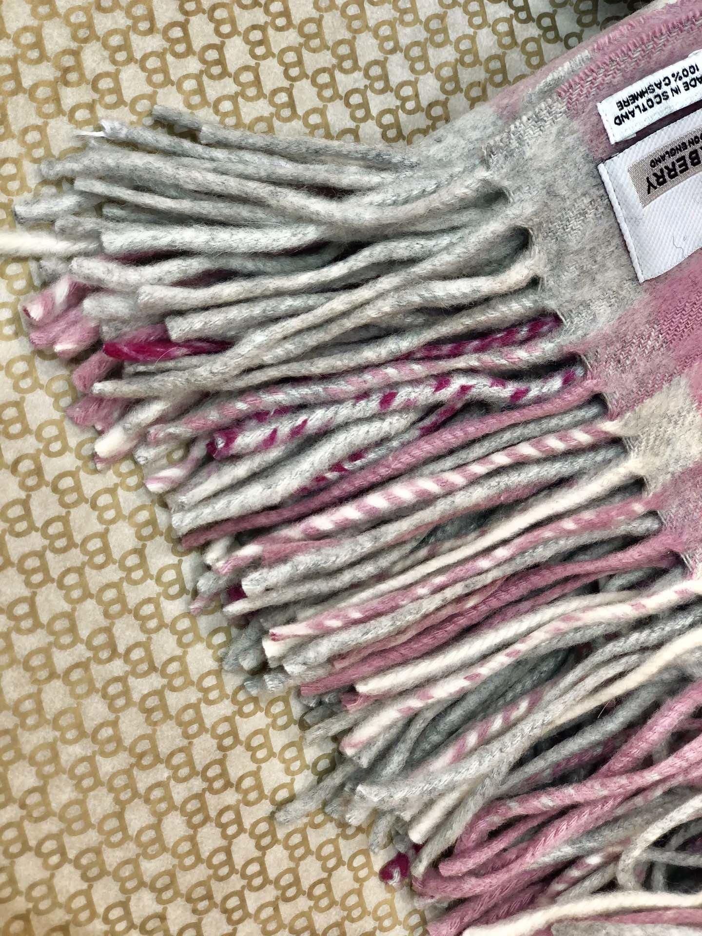 海外原单巴宝莉 100%山羊绒短款蜈蚣围巾  经典格纹围巾(图4)