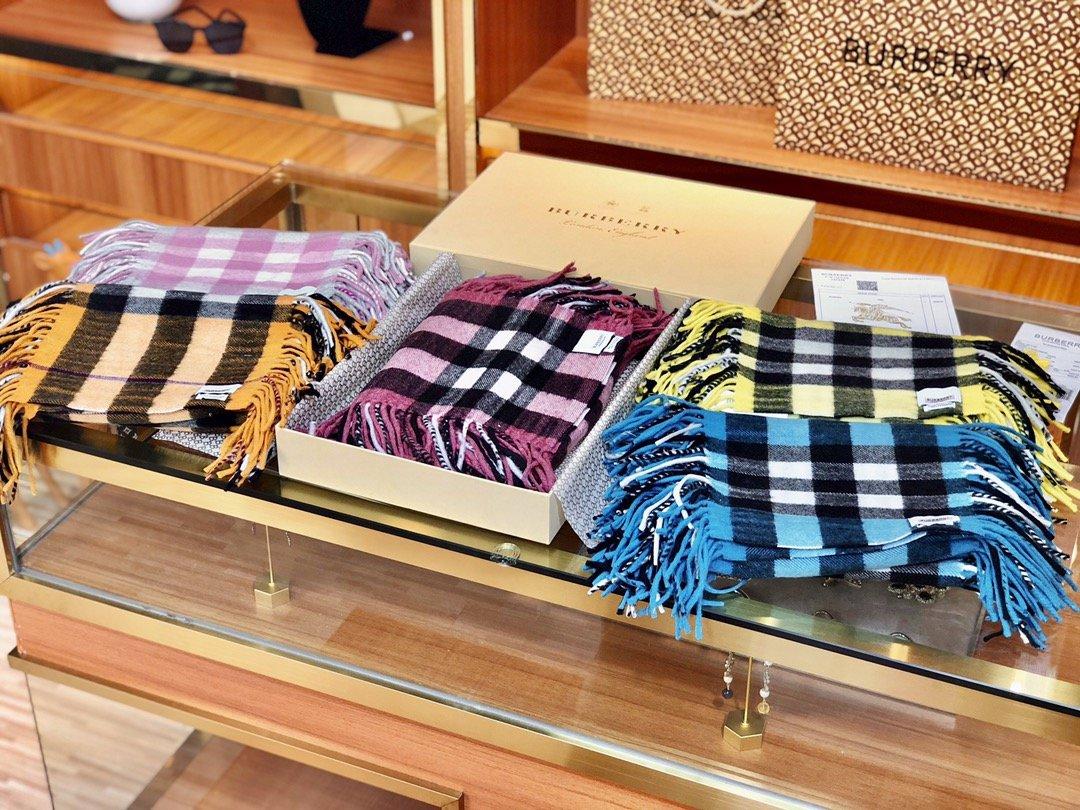 海外原单巴宝莉 100%山羊绒短款蜈蚣围巾  经典格纹围巾(图1)