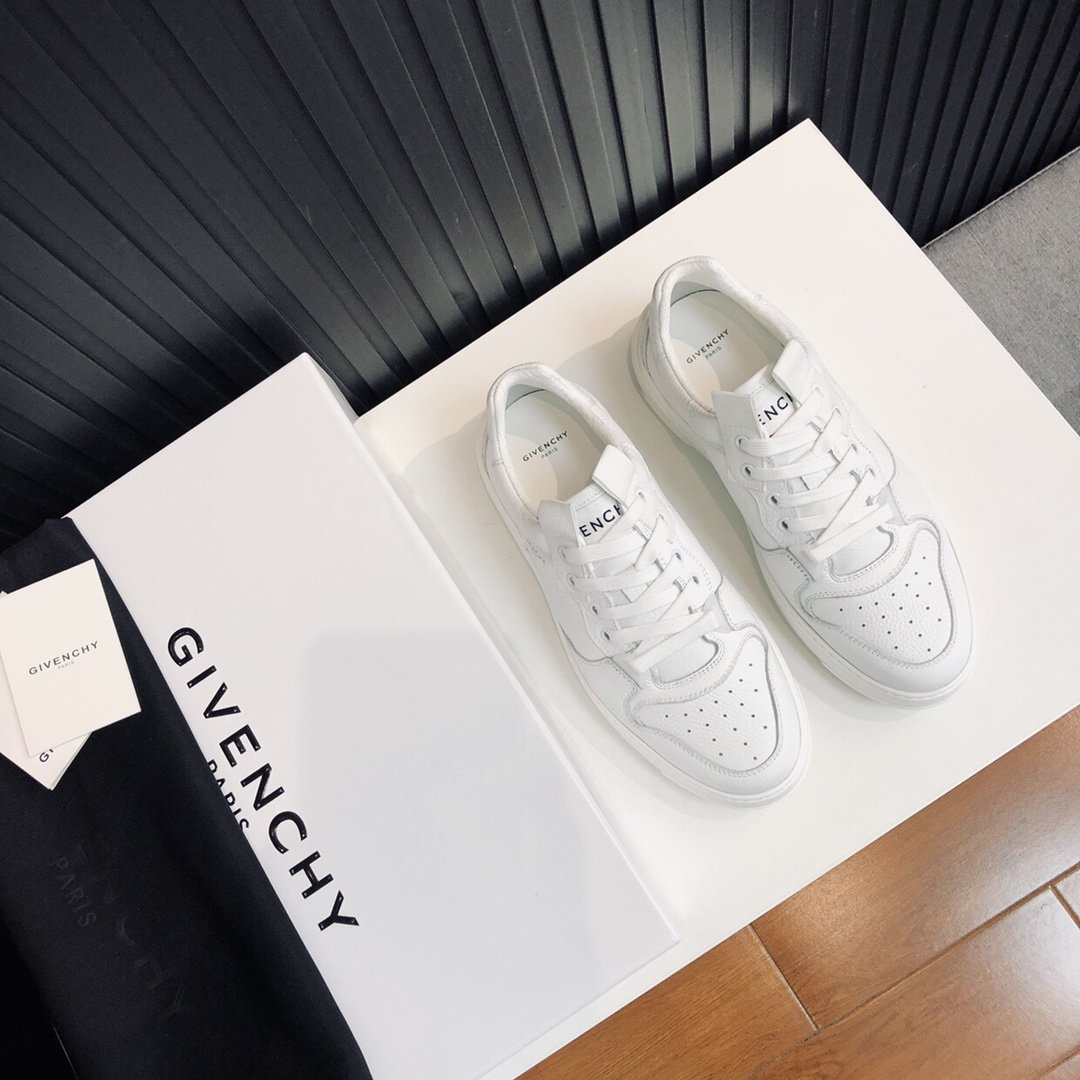 Givenchy.新款Wing白色粒