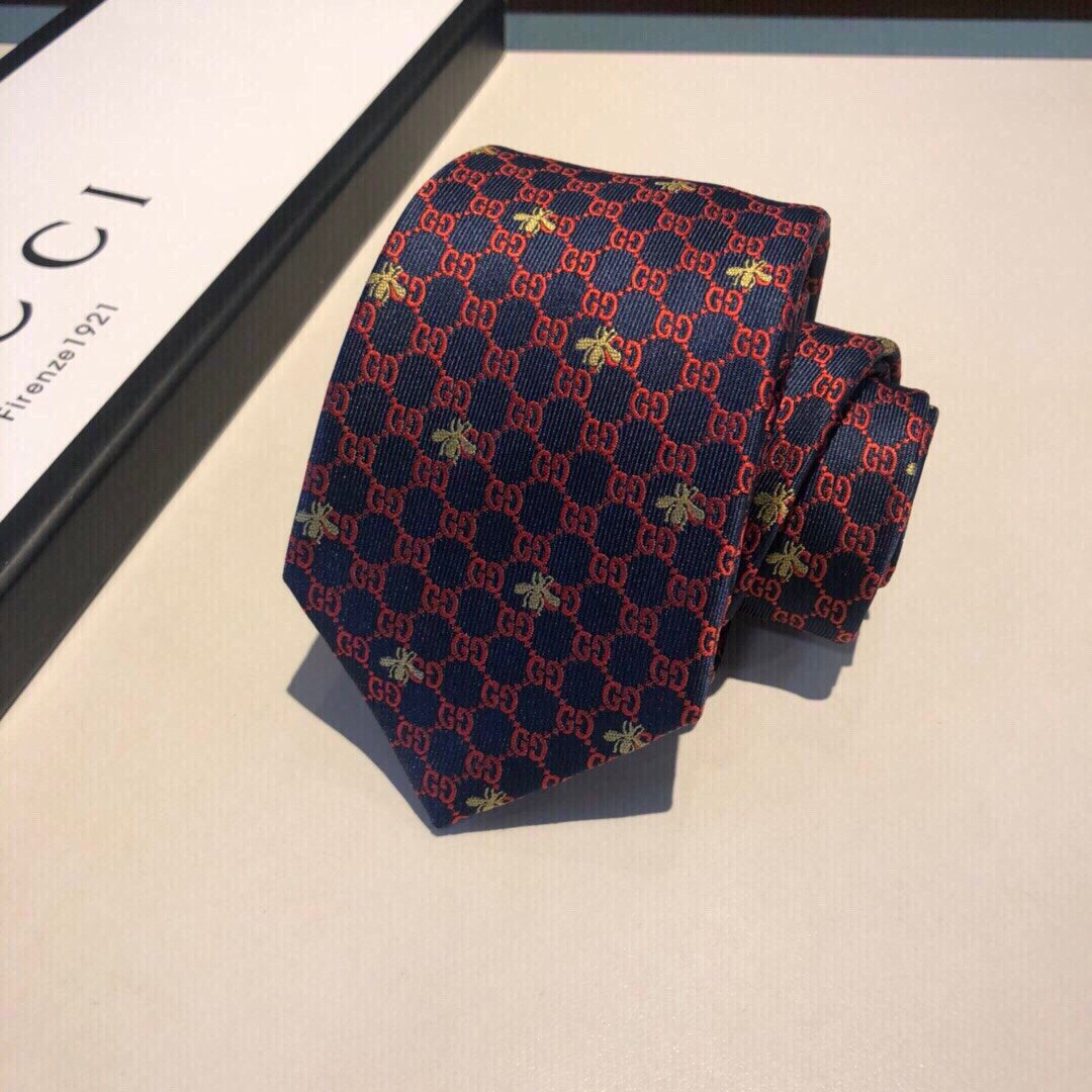 真丝领带通体装饰互扣式G图案点缀编织