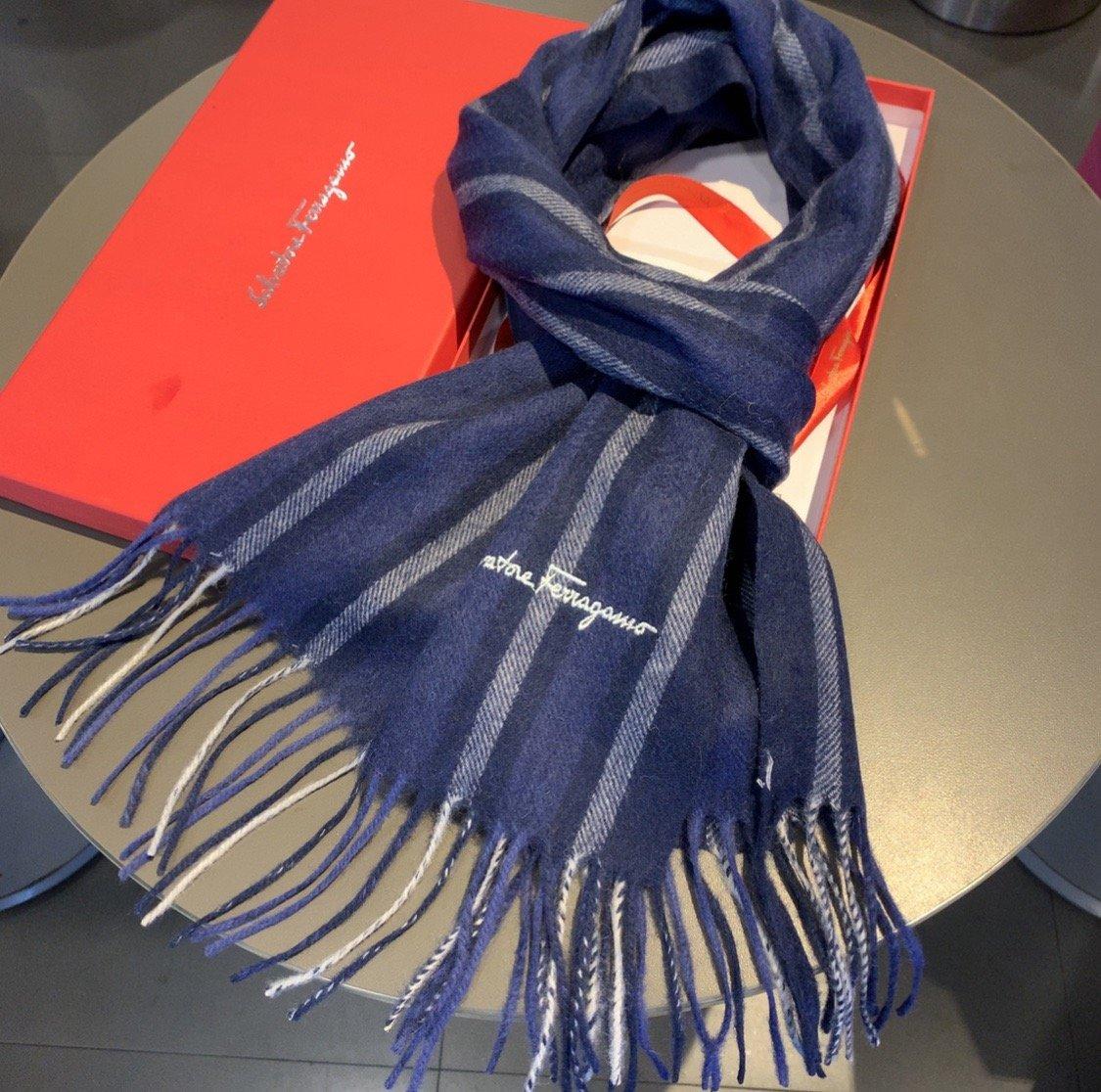菲拉格慕2019巴黎时装展商务男女士