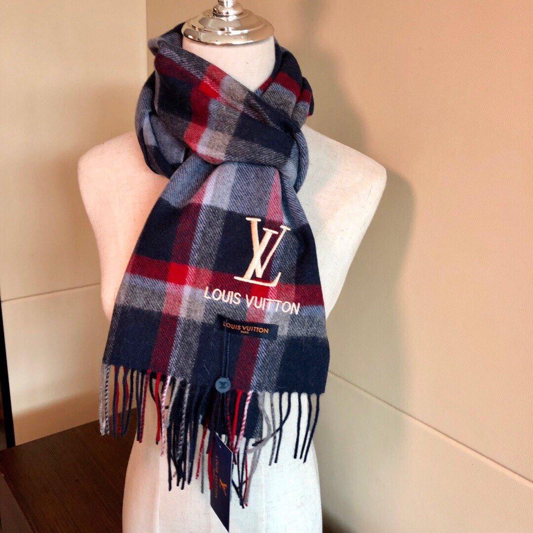 LV2019专柜最新款LV图案披肩长