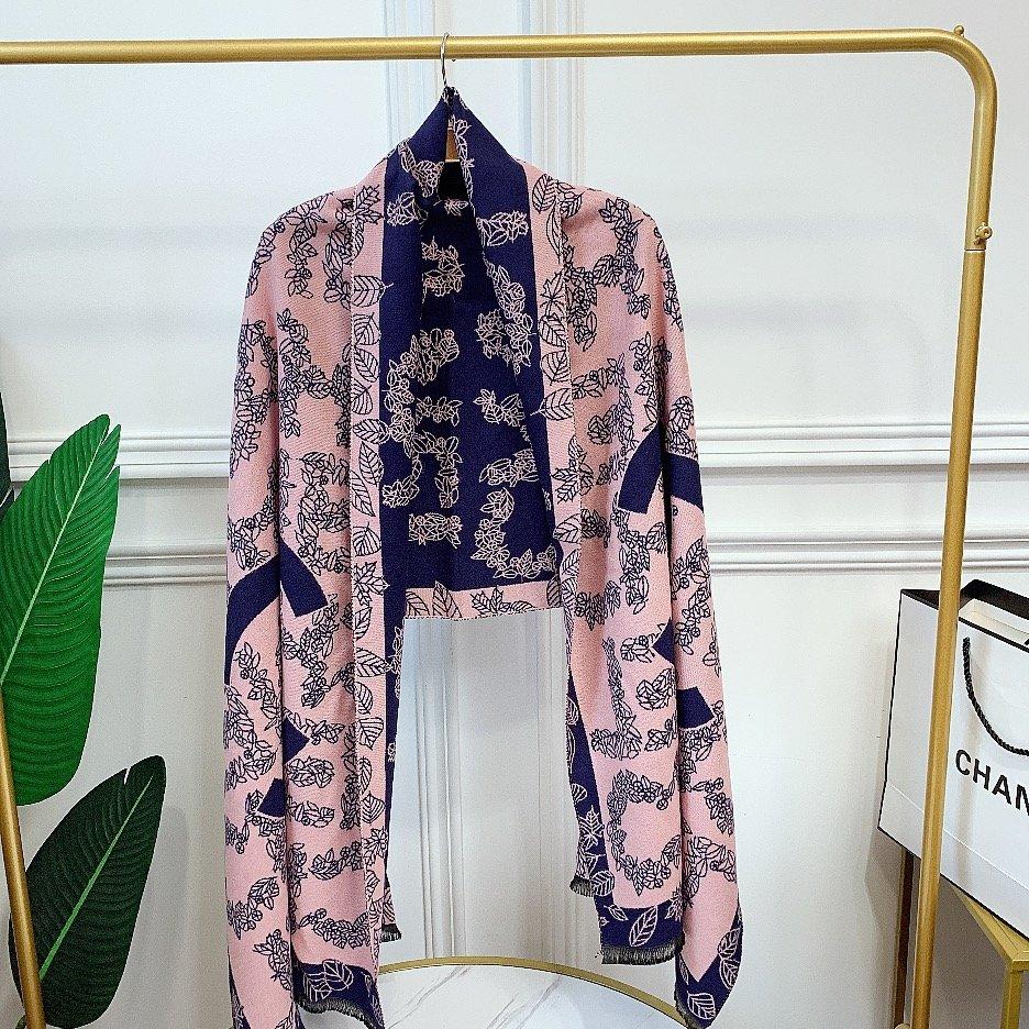 Chanel冬季新款围巾羊绒混纺质地