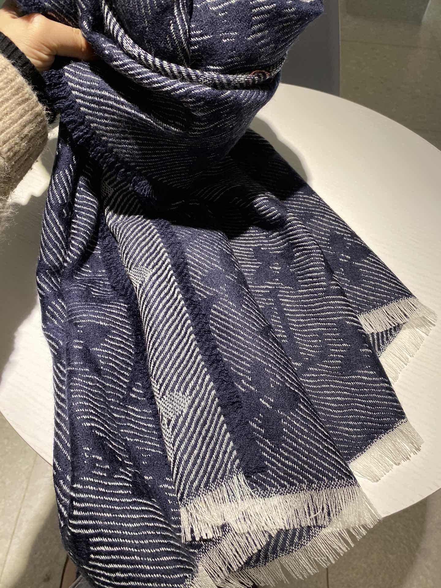 上新长巾围巾..尺寸70*200Mo