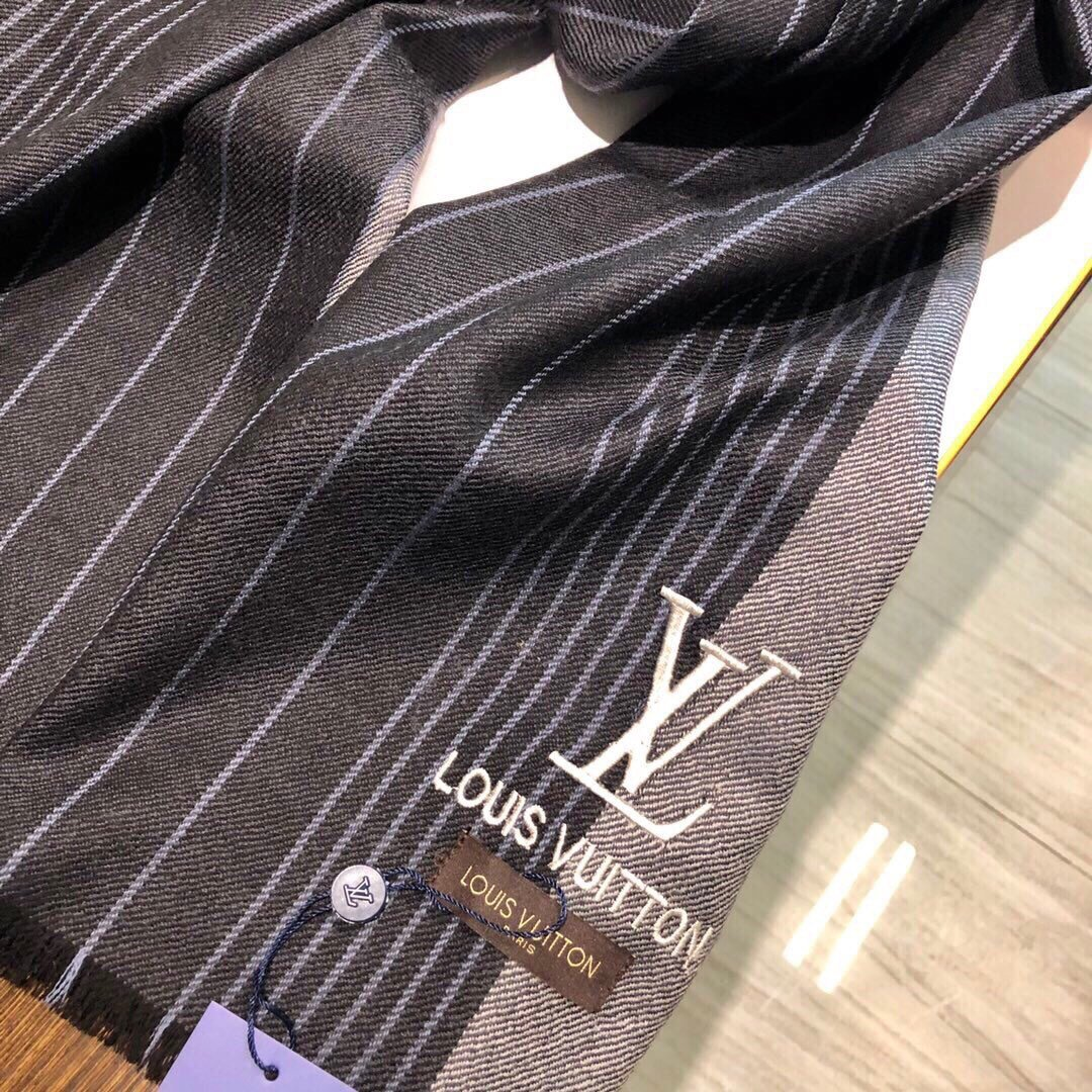 LV2019专柜最新款LV条纹图案采