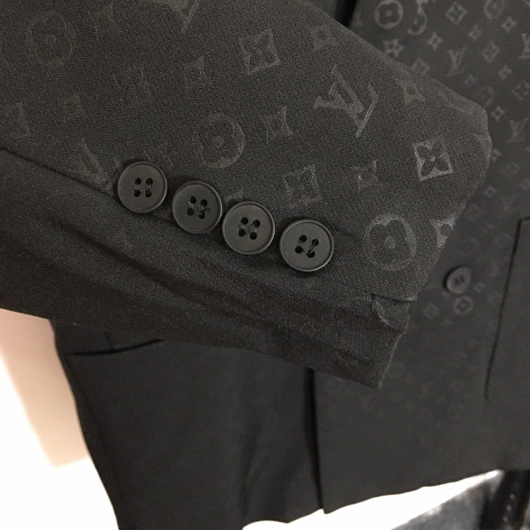 LV新款满身老花logo双排扣翻领长
