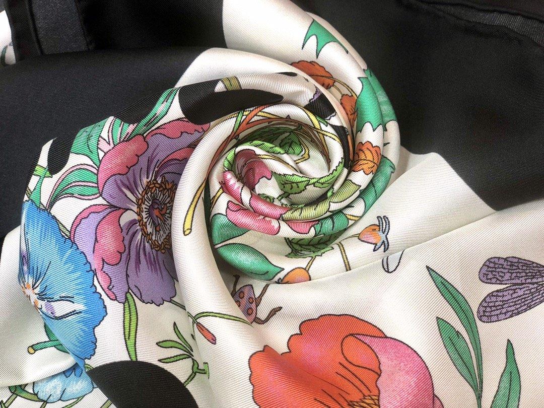 2020早春Gucci Odisney迪士尼米奇印花真丝围巾(图5)