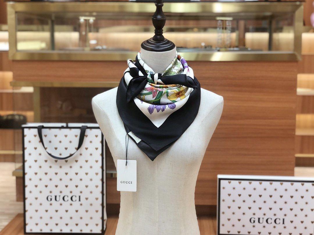 2020早春Gucci Odisney迪士尼米奇印花真丝围巾(图10)