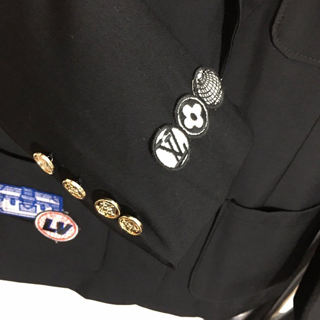 LV早春新款徽章贴布装饰内里老花印花