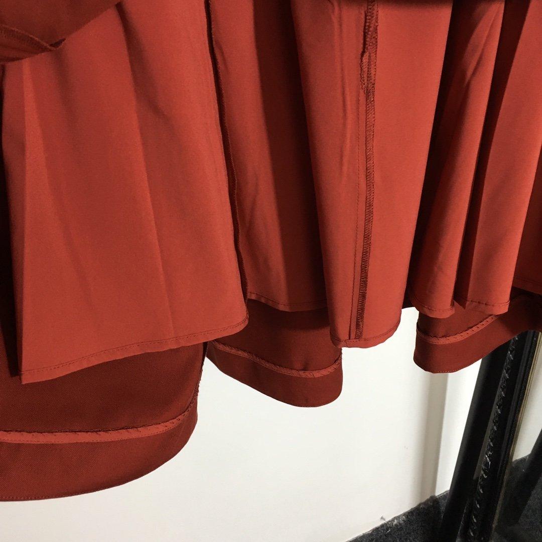 Dior新款高腰口袋设计开扣A字半裙