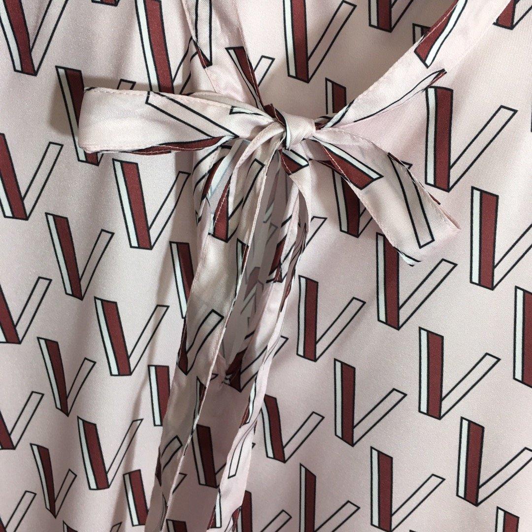 Valentino新款蝴蝶系带领V字