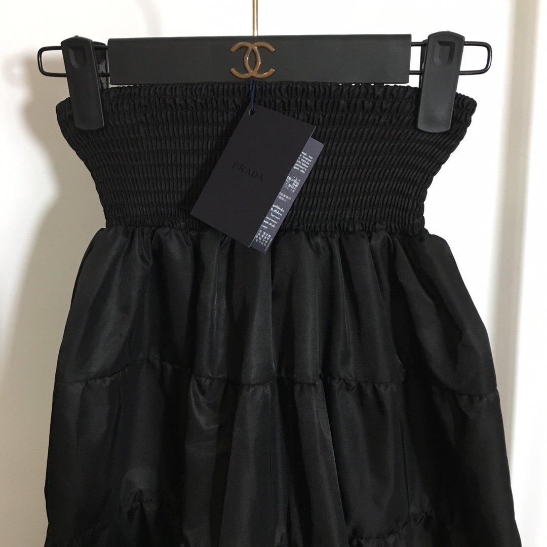 Prada新款松紧腰蛋糕裙高腰半裙黑