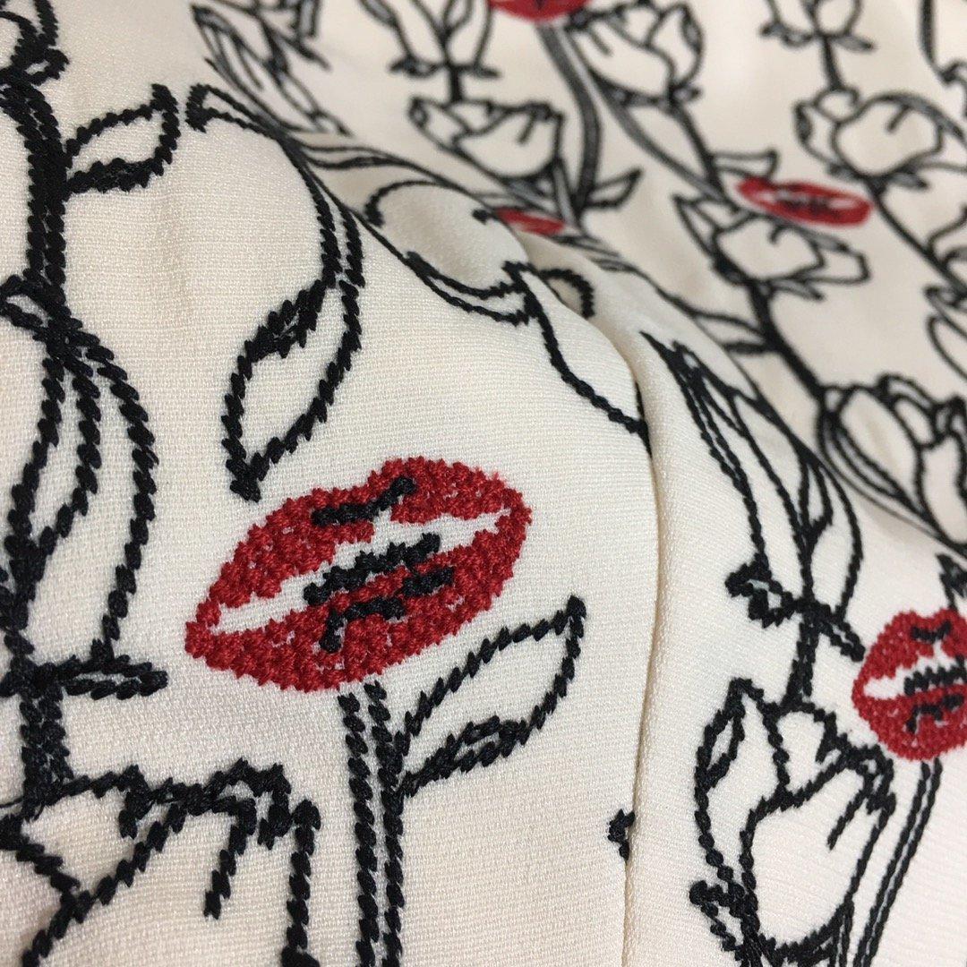 Valentino新款重工口红刺绣花
