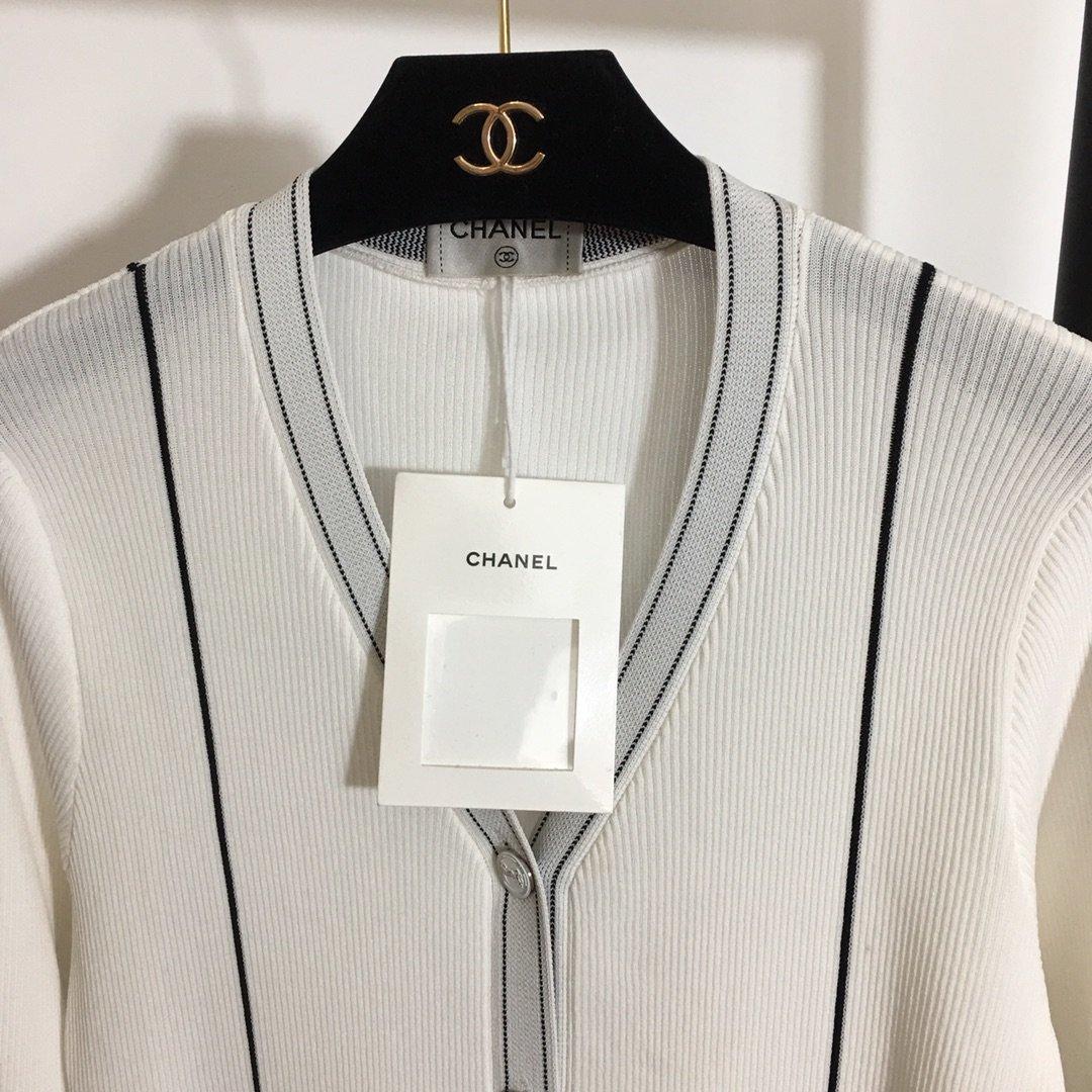 Chanel新款小香风定制纽扣口袋撞