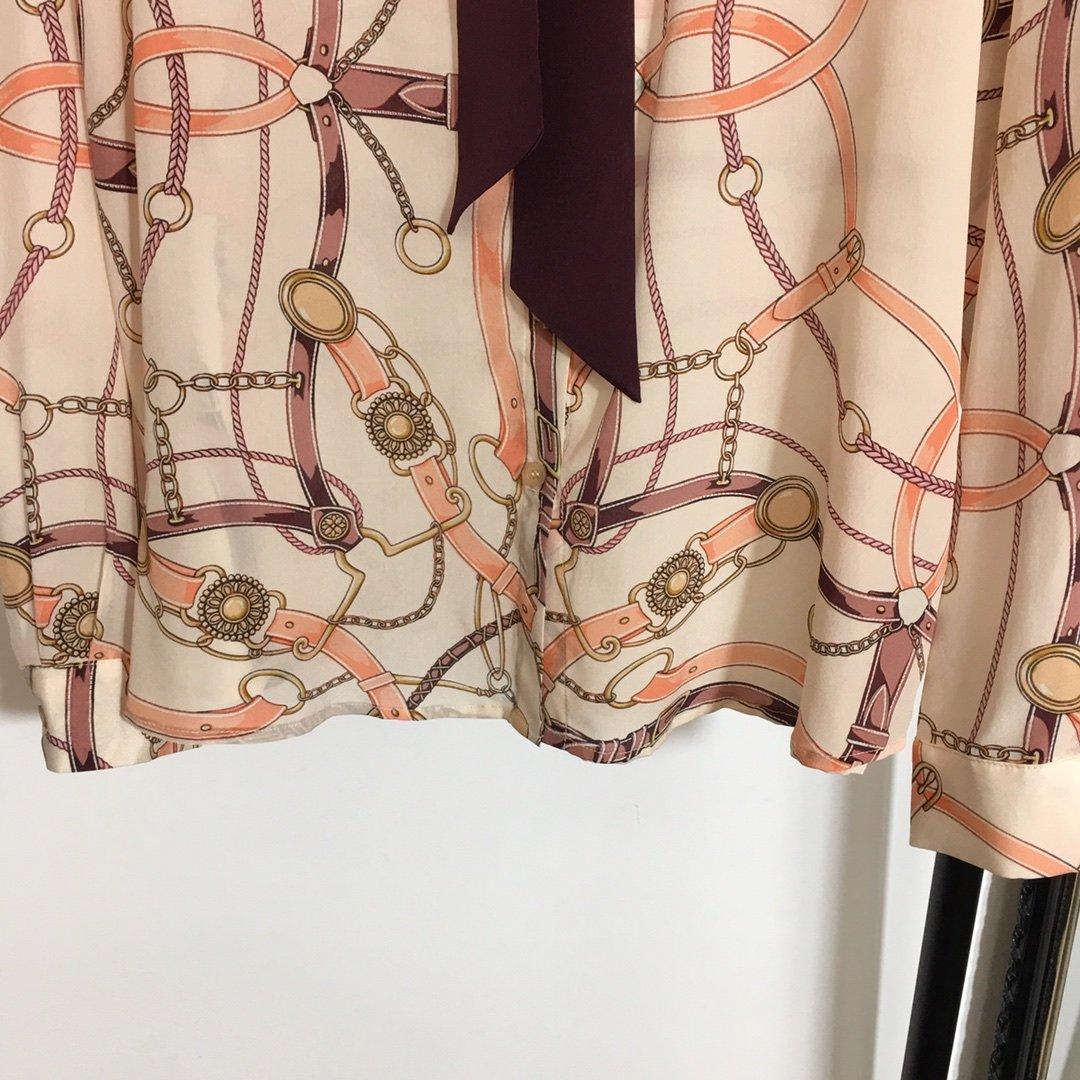 Gucci新款气质飘带领链条皮带印花