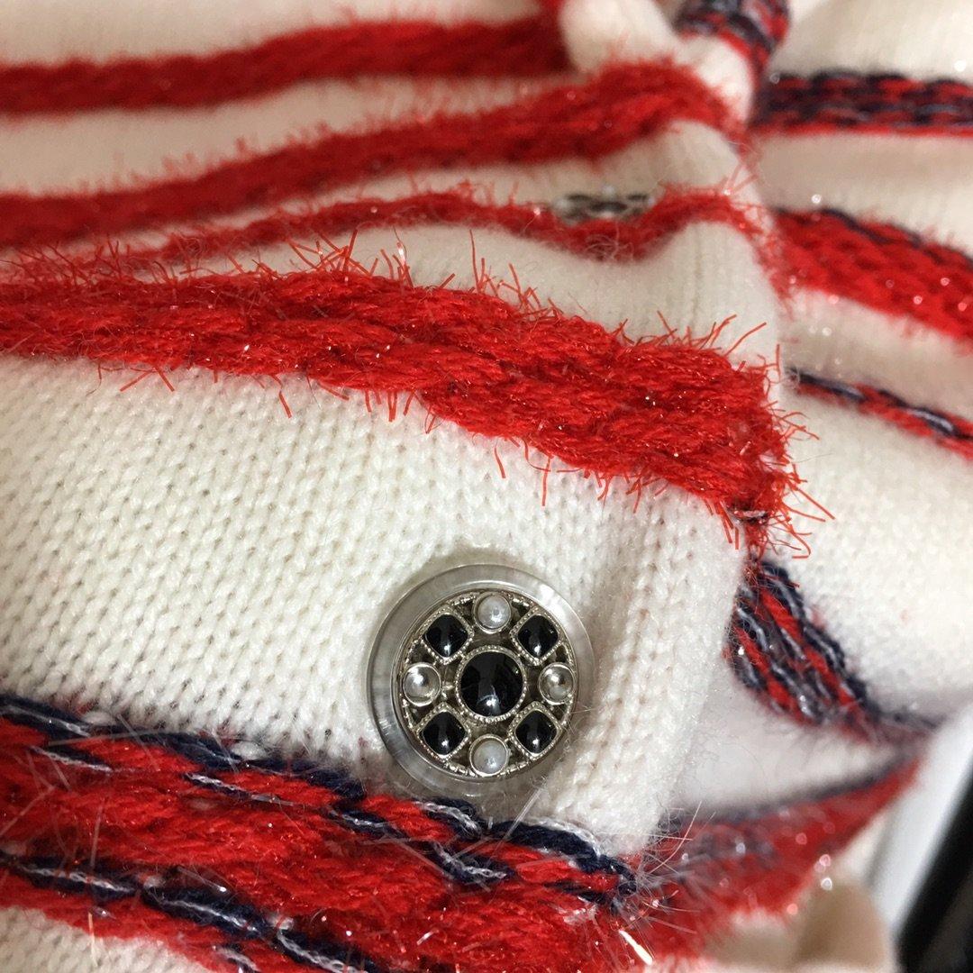 Chanel新款慵懒小香风红白条纹翻